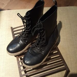 Carrini Women's Combat boots SZ 10